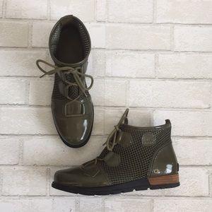 Sorel army green mesh combat boots